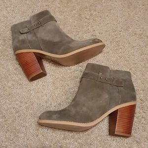 Sole Society Olive Green Suede Booties sz 8